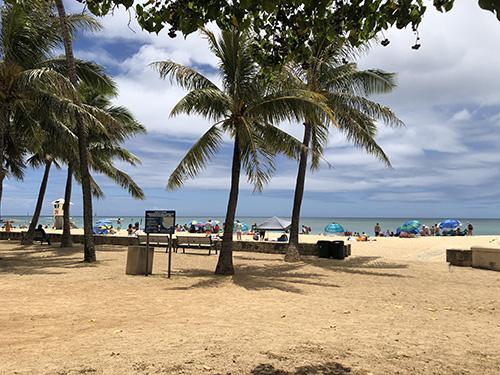 カイマナビーチの入り口
