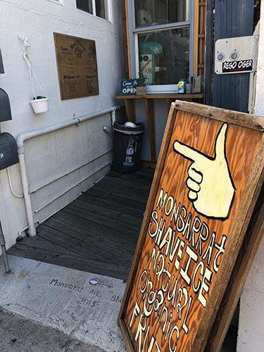 モンサラットシェイブアイスの入り口看板
