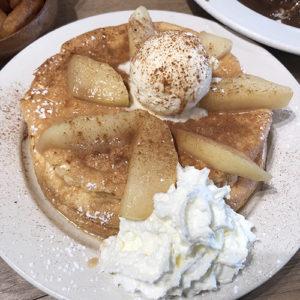アロハキッチンのアップルスフレパンケーキ