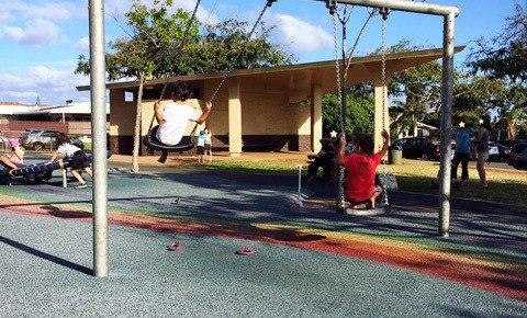 ハワイの公園のブランコ